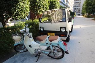 バイクと車.jpg